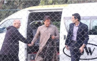 عمران خان پارٹی رہنماءجہانگیر ترین کے گھر پہنچ گئے