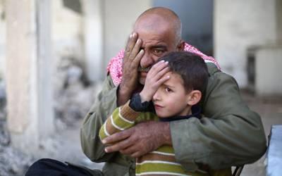 ان تصاویر میں ان لوگوں نے اپنی ایک آنکھ ہاتھ سے کیوں چھپا رکھی ہے؟ حقیقت جان کر ہر مسلمان کی آنکھوں میں آنسو ﺅں کا سیلاب اُمڈ آئے گا