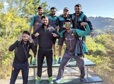 نیوزی لینڈ میں موجود پاکستانی کرکٹرز نے پہاڑوں پے جا کر ایسا کام کردیا کہ آ پ بھی انہیں داد دئیے بغیر نہ رہ سکیں گے