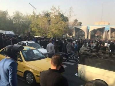 ایران نے حکومت مخالف مظاہروں کو قابو کرنے کیلئے ایسا قدم اٹھا لیا کہ سن کر ہی آپ دنگ رہ جائیں گے گیس شیلنگ یا لاٹھی چار ج وغیر نہیں بلکہ ۔۔۔