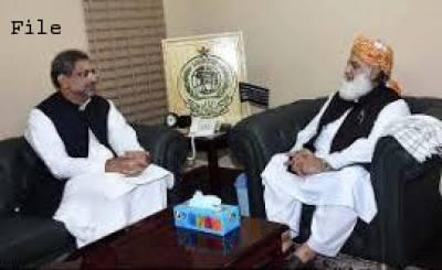 وزیراعظم کی مولانا فضل الرحمان سے ملاقات،وزیر اعلی بلوچستان کے خلاف عدم اعتماد کی تحریک واپس لیں :شاہد خاقان عباسی
