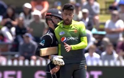 پاکستان کی شان، پاکستانیوں کی جان محمد عامر کے بارے میں انتہائی تشویشناک خبر آ گئی، میچ کے دوران کیوی کھلاڑی کیساتھ ٹکر اور پھر۔۔۔ تمام پاکستانی شدید کرب میں مبتلا ہو گئے