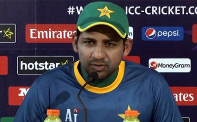 """""""میچ میں شکست اس وجہ سے ہوئی کیونکہ۔۔۔"""" سرفراز احمد نے بالآخر شکست کی وجہ بتا ہی دی مگر ساتھ ہی ایسی بات بھی کہہ دی کہ پاکستانیوں کا دکھ اور غم غصے میں بدل گیا، جان کر آپ بے اختیار کہہ اٹھیں گے """"دھیان کر کپتان"""""""