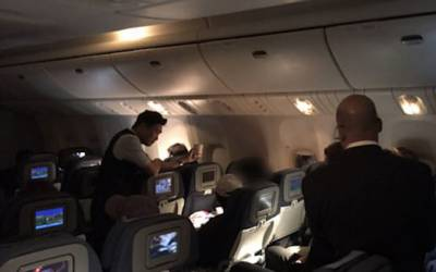 جہاز کے ٹوائلٹ میں مسافر نے دوران پرواز ایسی حرکت کر ڈالی کہ جہاز کا رُخ ہی موڑنا پڑ گیا، پورے جہاز میں کھلبلی مچ گئی