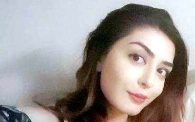 """""""عمران خان اپنی پتلون میں۔۔۔"""" شیریں مزاری کی صاحبزادی ایمان مزاری نے عمران خان کی تیسری شادی پر ایسا شرمناک ترین تبصرہ کر دیا کہ جان کر تحریک انصاف والوں کے چہرے لال ہو جائیں گے"""