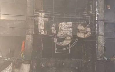 لاہور،ایم ایم عالم روڈ پر 5 منزلہ پلازے میں آتشزدگی، کروڑوں کا سامان جل کر راکھ