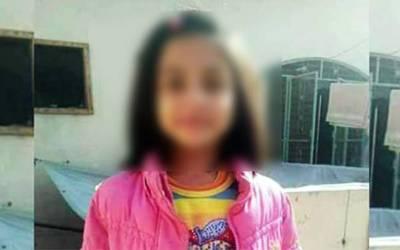 7 سالہ زنیب کے قتل کی تحقیقات کیلئے حساس اداروں کی ٹیم کی مقتولہ کے گھر آمد