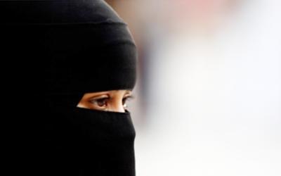مواصلاتی کمپنی نے مملکت میں مقیم غیر ملکی کا بل سعودی خاتون سے زبردستی جمع کرالیا