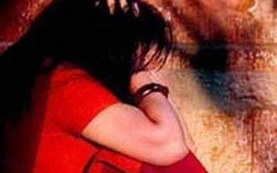5 سالہ بچی کے سامنے ماں کو ریپ کرنے کی کوشش، خاتون نے حاضر دماغی سے ایسا کام کردکھایا کہ اب کبھی خوابوں میں بھی ایسی حرکت کے بارے میں نہ سوچے گا