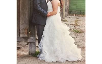 'یہ جوڑا میں نے ایک دفعہ غلطی سے۔۔۔' شوہر سے علیحدگی کے بعد خاتون نے اپنا شادی کا جوڑا فروخت کے لئے پیش کردیا اور ساتھ ہی ایسی بات کہہ دی کہ دنیا بھر کے مرد بھی ہنس ہنس کر لوٹ پوٹ ہوگئے