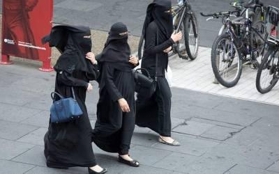 'میری 3 بیویاں ہیں، ان سے پریشان ہوکر میں یہ شرمناک کام کرنے پر مجبور ہوگیا' عرب شہری نے عدالت میں ایسی بات کہہ دی کہ جج بھی چکرا کر رہ گیا