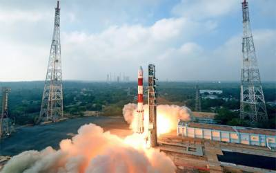 بھارت نے 30 مزید سیٹلائیٹ خلا میں بھیج کر سنچری مکمل کرلی