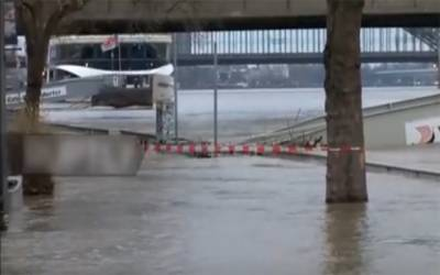 جرمنی، دریائے رائن میں سیلاب بحری جہاز پل سے ٹکراگیا