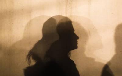 باپ کی دولت لوٹنے والے شخص سے نوجوان بیٹی نے انوکھا ترین انتقام لے لیا، ایسا کام کردیا کہ جان کر ہی مرد توبہ کرلیں