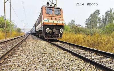 بھارت میں غربت سے تنگ باپ نے 4بچوں کو ٹرین سے پھینک دیا