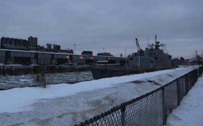 مونٹریال میں شدید سردی،جدید آلات سے لیس امریکی جنگی بحری جہاز برف میں پھنس گیا