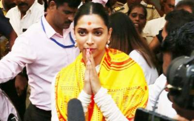 فلم ''پدماوت''کی نمائش سے قبل دپیکا کی مندر پر حاضری