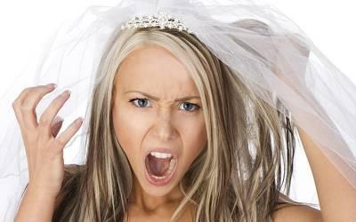 'میری ساس دنیا کی بدترین ساس ہے، اس نے فیصلہ کیا ہے کہ میری شادی والے دن۔۔۔' ہونے والی دلہن نے انٹرنیٹ پر ایسی بات کہہ دی کہ لڑکیوں کے آنسو نکل آئیں