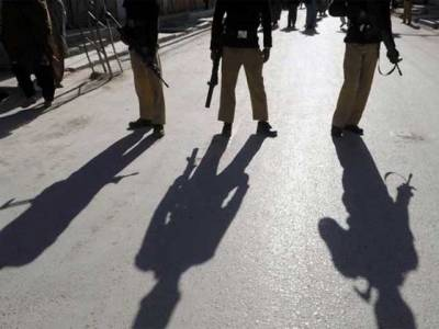 شہر قائد میں پولیس کی ڈکیتوں کے خلاف کارروائی، 2ملزمان گرفتار اسلحہ برآمد