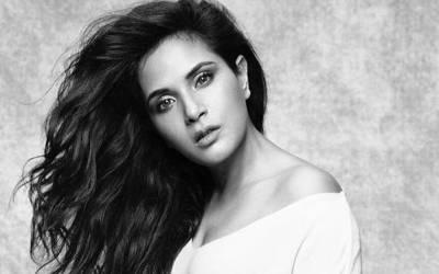 'بالی ووڈ میں کون کون کس کس طرح اداکاراﺅں کو اپنی جنسی ہوس کا نشانہ بناتا ہے، میں یہ بات۔۔۔' معروف بھارتی اداکارہ نے بالی ووڈ کا شرمناک ترین پہلو بے نقاب کردیا، کھل کر بول پڑیں