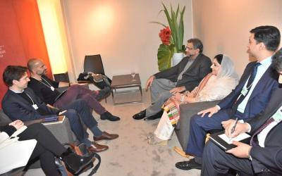 اوبر پاکستانی بینکوں اور وزیر اعظم یوتھ پروگرام میں شراکت داری قائم کرے، تعاون کریں گے: شاہد خاقان عباسی