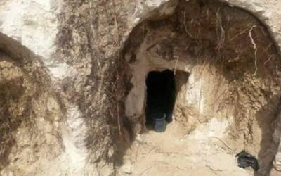 غزہ میں فلسطینی کے گھر کے صحن سے ہزاروں سال پرانی قبریں دریافت