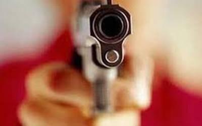 خواتین کی لڑائی میں مردوں نے فائرنگ کردی، تین افراد قتل