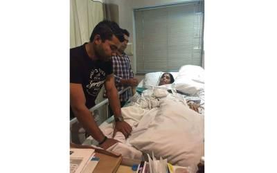 کامران اور عمر اکمل کی والدہ کو دل کا دور ہ ، ہسپتال منتقل