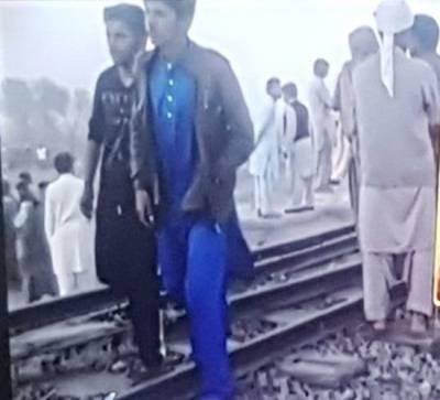 شیخوپورہ میں آٹورکشہ ٹرین کی زد میں آگیا،4افراد جاں بحق