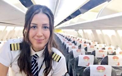 """""""آپ مجھ سے شادی کر لو"""" پاکستانی نوجوان کی اس خاتون پائلٹ کو پیشکش، آگے سے جواب کیا ملا؟ جان کر آپ ہنس ہنس کر لوٹ پوٹ ہو جائیں گے"""