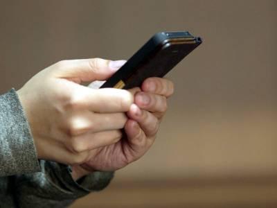 ڈالر کی قیمت بڑھنے سے موبائل فونز کی قیمتوں کو بھی پر لگ گئے، 2600 روپے میں ملنے والا موبائل اب کتنے روپوں میں مل رہا ہے؟ پاکستانیوں کیلئے پریشان کن خبر آ گئی