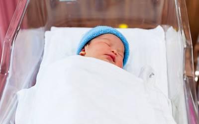 ڈاکٹر نے ماں کے پیٹ میں ہی پیدا ہونے والے بچوں کے جسموں میں غبارے لگانا شروع کردئیے، اس کا فائدہ کیا ہوتا ہے؟ آپ سوچ بھی نہیں سکتے کہ ایسابھی ممکن ہے