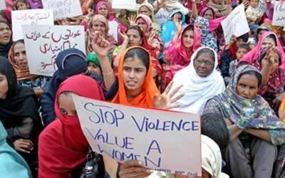 خاتون سمیت پورا گروہ پکڑا گیا، جہیز کا لالچ دے کر نوجوان پاکستانی دلہنوں کے جسم کا کونسا حصہ نکال لیتے تھے؟ جان کر ہرشخص کانپ اٹھے