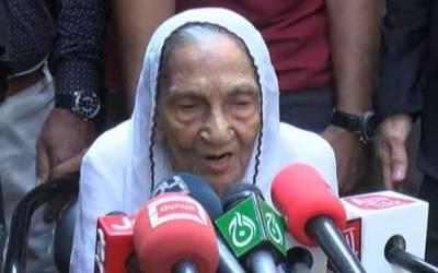 رابطہ کمیٹی کی طرف سے فاروق ستار کو نکالے جانے پر ان کی والدہ بھی میدان میں آگئیں ، ایسی بات کہہ دی کہ آپ کو بھی ماں کی 'ممتا ' یاد آجائے گی