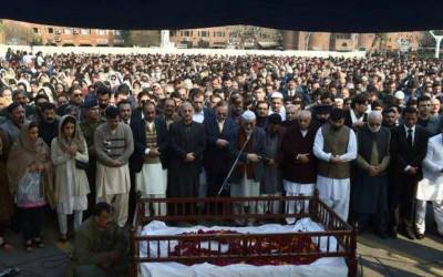 عاصمہ جہانگیر کی نماز جنازہ کے موقع پر خواتین نے ایسا کام کر دیا کہ ہر کوئی حیران رہ گیا