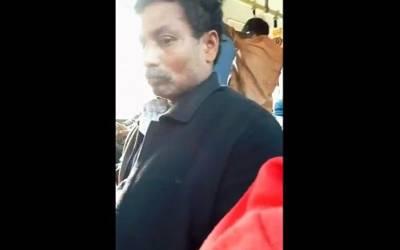'میں بس میں تھی کہ ساتھ بیٹھے اس شخص نے میری کلائی پکڑی اور اپنے ہاتھ سے۔۔۔' نوجوان لڑکی کے ساتھ بس میں انتہائی شرمناک ترین حرکت، آدمی کیا کررہا تھا؟ ویڈیو بنا کر اپ لوڈ کی تو انٹرنیٹ پر آگ لگ گئی کیونکہ۔۔۔