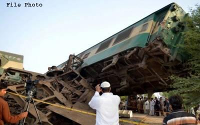 پبی ریلوے سٹیشن کے قریب ٹرین پٹری سے اتر گئی،2 افراد زخمی