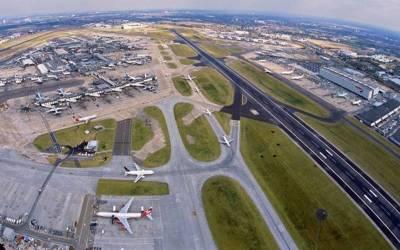 ہیتھرو ایئر پورٹ کے رن وے پر حادثہ، پروازیں منسوخ ، مسافروں کو آف لوڈ کردیا گیا