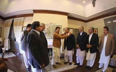 تحریک انصاف نے ن لیگ کی اہم وکٹ گرا دی ،سابق وزیر تحریک انصاف میں شامل