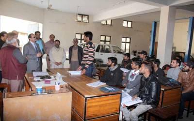 ذوالفقار احمد چیمہ کا یوتھ سکل ڈیویلپمنٹ پروگرام کے تحت مختلف تربیتی اداروں کا دورہ