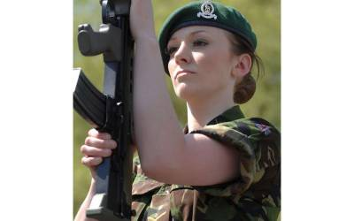 مقابلۂ حسن جیت کر برطانوی فوج میں شامل ہونے والی ملکۂ حسن کے ساتھ فوج میں ایسا شرمناک ترین کام ہو گیا کہ نوکری ہی چھوڑ دی، توبہ کر لی