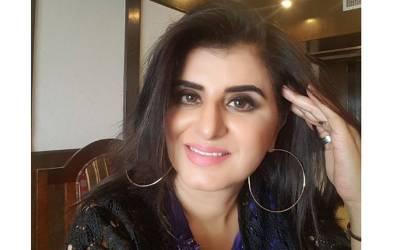 عمران خان کے لئے وزیراعظم کی شیروانی کے ستارے نظر نہیں آرہے : سامعہ خان