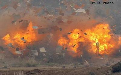 پشاور: دیر کالونی میں گاڑی کے قریب دھماکہ، 3افراد زخمی
