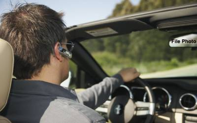 سعودی عرب میں دوران ڈرائیونگ '' ائیر فون ''کال پر پابندی عائد،خلاف ورزی پر جرمانہ کی سزا