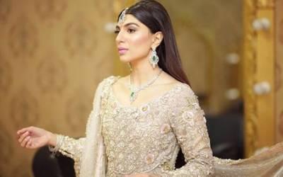 کیا دلہن کو شادی کے موقع پر اپنے جسم کا یہ حصہ چھپانا چاہیے؟ پاکستانی دلہن نے سوشل میڈیا پر ایسا سوال پوچھ لیا کہ طوفان آگیا