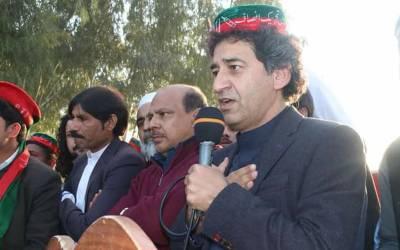 سابقہ ادوار میں سیاسی مداخلت کی وجہ سے ادارے تباہ کئے گئے،تحریک انصاف اداروں کو مضبوط کرے گی:عاطف خان