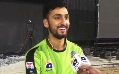 """""""میں اپنی اننگز اس کے نام کرتا ہوں جو۔۔۔"""" لاہور قلندرز کے آغا سلمان نے کراچی کنگز کیخلاف شاندار اننگز ایسی شخصیت کے نام کر دی کہ پاکستانیوں کا ہنسی سے برا حال ہو گیا، ہر کوئی بے اختیار کہہ اٹھا """"بڑا تیز ہے بھائی"""""""