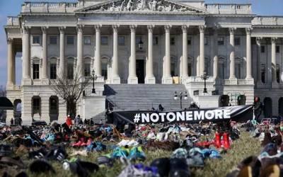 امریکا میں اسلحہ سے ہونے والی تباہی کا احساس دلانے کے لئے خاموش احتجاج