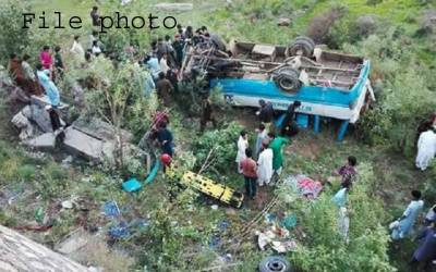 مظفر آباد:مسافر جیپ کھائی میں گرنے سے 9 افراد جاں بحق،6 زخمی