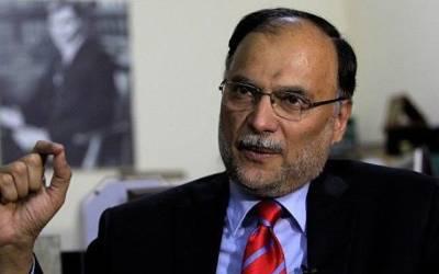 مشرف کو نیا سفارتی پاسپورٹ جاری، دفتر خارجہ لاعلم، واپسی کیلئے قدم اٹھایا: احسن اقبال